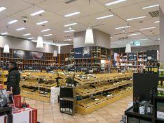 訪問したデパートはヴュルツブルクと同じ Galeria Kaufhof です。 ここはワイン売り場が広く、ドイツ全域のワインが購入できると思いやって来ました。 あまりにも種類が多くてお土産のワインを選ぶのに苦労しました。