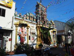 そして、来たかった、スリ マハマリアマン寺院へ。 あー、もはや私にとっては、落ち着く、って域かもしれない、ヒンドゥー寺院。 相変わらず、おもちゃ箱みたいにカラフルだ(これで落ち着くって、どうなの?笑)