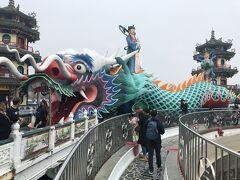 龍に乗った観音菩薩様。ここも龍の中を歩けるようですが入り口で皆さん写真撮影大会ですごい列になっていたので、ここの見学は断念。