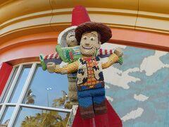 ダウンタウンディズニーのレゴショップには、レゴで作ったディズニーキャラクターたちがたくさん。