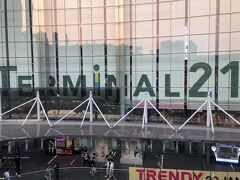 アソーク駅とほぼ直結している 大きなショッピングセンターの 「TERMINAL21」 お安い服からハイブランドまで色々あって 見て回るだけでも楽しかった~