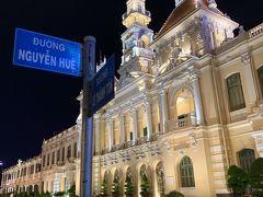 綺麗なショーを観たのでホテルへ戻ります。 ホーチミン人員委員会庁舎です。 欧風建築がライトアップで更に綺麗です!