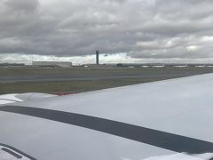 定刻より早めにシャルルドゴール空港に到着。 天気は曇り。
