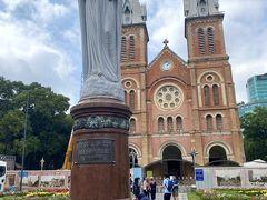 街歩きを再開して大聖堂へ来ました。 マリア様。。。