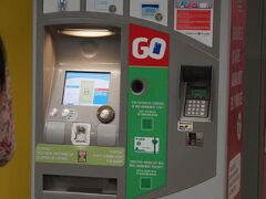 駅の券売機で1回券(@2,10ユーロ)を買ってプレメトロに乗ります。
