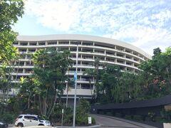 1時間ちょっと車を走らせてケアンズの市街地へ。 そして、本日の宿、Hilton Cairnsに到着。