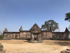 プリアヴィヒア寺院の門はアンコールトムとアンコールワットと同じ5つありますけど、ここは本殿から数えると3三つ目です。