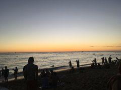 <ワイキキビーチ>  そのまま奥へ進むとビーチに出られます。 ちょうど夕日が沈んだ後で、夕焼けがキレイでした!