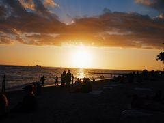 日が落ち始めたころにワイキキビーチへ。 サンセットが本当にきれい。