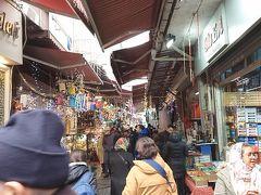 エジプシャンバザール脇の市場的な所を散策。 チャイグラスセットを買うかめっちゃ悩んだのですが、まだ移動もあり荷物になるので諦めました。 ※ 帰国してから買えばよかったと後悔しましたが。