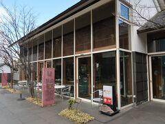 昼食は美術館併設のレストラン、サンチームへ。11時30分で一番乗り。