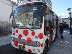 草間カラーのタウンスニーカーで松本駅へ。 14時15分発の美ヶ原温泉行のバスに乗車したのですが、四柱神社の横を通ったので結果的には松本駅まで戻る必要ありませんでした。