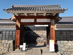 タウンスニーカー北コースで松本城へ。太鼓門。