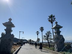 駅からひたすら江ノ島へ向かって歩きます。