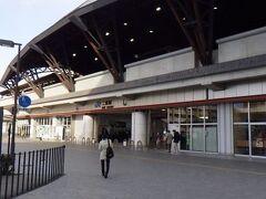 JR二条駅。 以前は和風の駅舎だったが、現在はこの味気無いものに。 旧駅舎は京都市内の鉄道博物館に移築された。