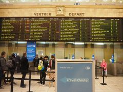 ベルギー国鉄(略称SNCB:フランス語)ブリュッセル中央駅の切符売場。空港みたいな出発案内で壮観です。でもここで切符は結局買わず。
