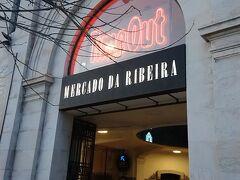 ご飯を食べにメトロに乗ってリベイラ市場へ。