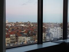 おはようございます! いつも暗いうちに出かけていたので、明るい朝の景色は初めて。  ブリュッセル最後の朝・・・