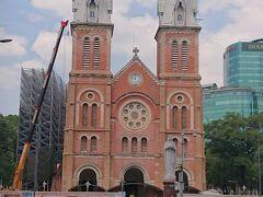 サイゴン大教会(聖母マリア教会)  人民委員会庁舎から歩いて3分ほどです