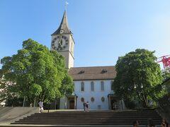 時計が目印のペーター教会。