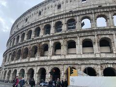 5日目はコロッセオからスタート。30年くらいぶり。何も変わらない壮大なスケールに圧倒される。ローマに来たんだなぁ。