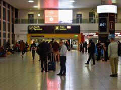 ガトウィック空港から市内へは電車で移動です。 駅に辿り着いたのは20:21。今晩の夕食には辿り着けるのだろうか??  無事ロンドンに到着した所でまた次回!