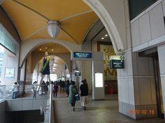 時間になりましたので高速バス乗り場があります、名鉄メルサ3階のバスセンターに向かいます。ななちゃん人形も見えます