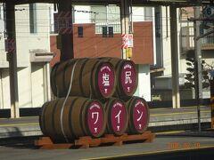 塩尻駅の様子です。塩尻はワインが有名です