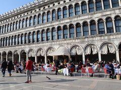 サンマルコ広場に作られたテラス席では、弦楽の演奏がされていました。