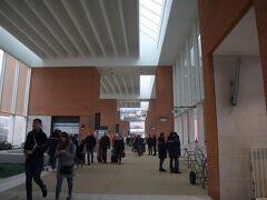 ベネチア空港に到着。水上バスのターミナル。ここから10分ほど歩いて、空港のターミナルへ。