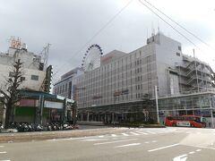身軽になってアーケード商店街をブラブラとウィンドウショッピングがてら松山市駅へと向かう。