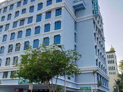 今回宿泊したホテルは、ゲイランにあるホテル81プリンセスです。ゲイラン地区に位置し、MRTアルジュニード駅、カラン駅から徒歩10分程度とありますが、結構遠い位置にあります。チャンギ国際空港からは近く、部屋は広くなく、テレビも小さい。