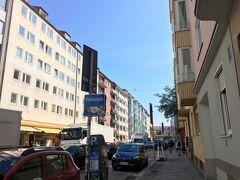 降り立ったのは、Odeonsplatz駅。 ここからすぐのところにある、レジデンツ博物館に向かいます。  朝の光が本当に気持ちいい…!