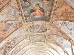 レジデンツの見どころの1つ、アンティクヴァリウム! 入場してすぐ、2つ目くらいの部屋です。  壁から天井まで、本当に精密で迫力満点です。