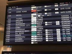 ダナンへの旅行は、10ヶ月も前に予約しました。 今回は、Expediaさんで、往復の航空券とダナンのホテルの予約を一緒に。 2泊4日の弾丸旅行です。 これまでホーチミンは、JALで、ハノイは、ANAと日系の飛行機でしたが、 今回は、初めてベトナム航空です。 2020年2月9日(日)出発の直前、5日(水)には、ダイヤモンド・プリンセス号の乗船客で、新型コロナウィルスの患者が下船したことで、乗客乗員は、2週間ほど船内に拘束されるというニュースが出たタイミングでの出発となりました。 こんな時に、ですが、10ヶ月も前に決まっていたので、強行出発です。 成田空港10時発ベトナム航空319便です。