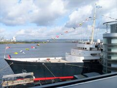 チケット改札所を過ぎた辺りからヨットの前部を撮影。 ブリタニアはイギリス王室が所有した最後のヨット。