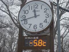 昼前でこの気温。  この時期の札幌としてはちょっと寒いかな…。