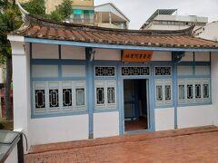 こちらは蓬壺書院です。 建物の中には日本語の辞書も置いてありましたよ!  この他にも石碑やお土産屋など、見所はまだまだあります。