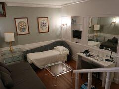 ホテルはAlbergo del Senato Romeというパンテオンのすぐそばのホテルに泊まりました! ホテルの人は優しく綺麗でとてもいいホテルでした! 立地も観光地のそばで安心でき観光の拠点としても便利でした  今日は1日が32時間あったし、もう遅いので観光は明日からですね。 今日のところはおやすみなさい