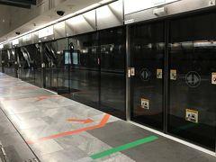 現地3日目。7時30分頃にホテルを出てシンガポール動物園を目指します。 今日はリバーサファリに行く時とルートを変えて、CC線の『Bras Basah』駅を利用してみました。 『Dhoby Ghaut』行きの電車に乗って、
