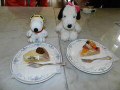 JOECOOL夫婦はこちらのケーキをチョイス。向かって左がモンブランタルト、右がフルーツタルトです。 どちらもドリンクとのセットで1000円でした。
