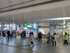 2月19日午後1時。横浜駅にやってきました。 平日午後とはいえいつもよりも人出が少ないと感じるのは気のせいでしょうか? 「不要不急の外出は控えて」と呼びかけられているさ中で、どうしようかと悩みましたが、レストランを予約しちゃったのでランチだけ食べてすぐに帰ることに決めました。