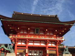 """こちらは楼門!  天正17年(1589年)豊臣秀吉の造営とされ、秀吉の母大政所殿の病悩平癒祈願が成就すれば一万石奉加する、と記したいわゆる""""命乞いの願文""""が伝来しているとのこと。  http://inari.jp/sp/map/spot_02/"""