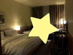 ウィーンに戻って、まずUberでホテルへ。 こちらもちょっとリンクから外れた場所でしたが、きれい目のホテルでした。 時間は17時回ってたので余裕でチェックイン。 3人一部屋でここからは3連泊。 3つスーツケース広げられるスペースあったのはありがたかった