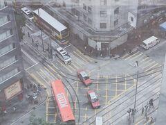 セントラルからトラムでホテルまで移動 チェックインして部屋から観た景色はいつも通りの香港でした