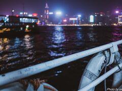 シンフォニーオブライツを楽しんだ後は、スターフェリーで香港島に戻ります。