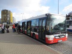 市バスで地下鉄A線のナドラジー・ヴェレスラヴィーン駅に着きました。全員が下りたので終着だと思います。