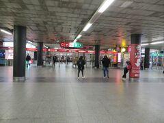 Muzeum(ムゼウム)駅に着きました。ゲストハウスに近いと思っていましたが、ひとつ前のMustek駅のほうが近かったです。
