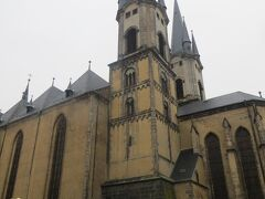 少し寄り道して聖ミクラーシュ教会を見ます。