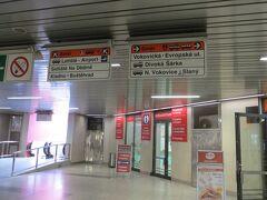 ナードラジー・ヴェレスラヴィーン(Nadrazi Veleslavin)駅でバスに乗り換え空港に行きます。